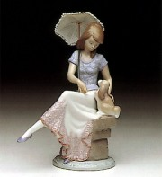 """""""Picture Perfect"""" Glazed Porcelain Figurine by Llardro"""